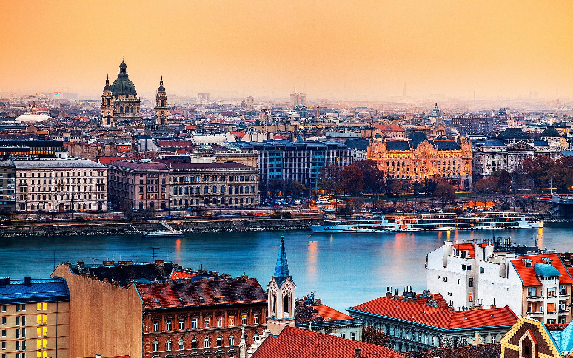 vé máy bay đi Hungary